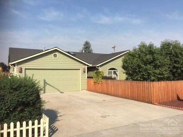 1677 NE 7th Street, Redmond, OR 97756 (MLS #201707291) :: Birtola Garmyn High Desert Realty