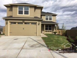 2711 SW 46th Court, Redmond, OR 97756 (MLS #201710194) :: Windermere Central Oregon Real Estate