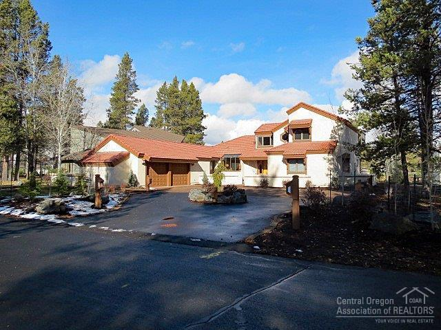 17966 Hickory Lane, Sunriver, OR 97707 (MLS #201711128) :: Team Sell Bend