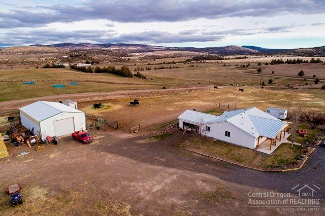 2730 NE Loucks Road, Madras, OR 97741 (MLS #201711773) :: Team Birtola | High Desert Realty