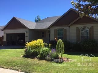 2907 NW Canyon Drive, Redmond, OR 97756 (MLS #201902358) :: Team Sell Bend