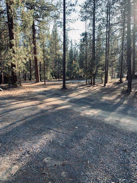 51839 SW Pine Loop Drive, La Pine, OR 97739 (MLS #202001540) :: Fred Real Estate Group of Central Oregon