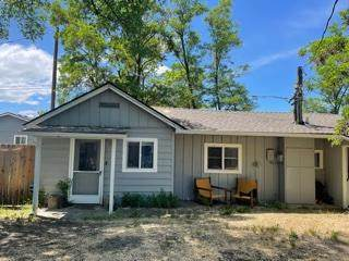 2225 Fowler Lane, Central Point, OR 97502 (MLS #220124492) :: Coldwell Banker Sun Country Realty, Inc.