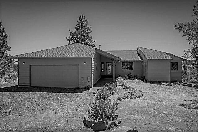 17475 Mountain View Road, Sisters, OR 97759 (MLS #220127974) :: Coldwell Banker Bain