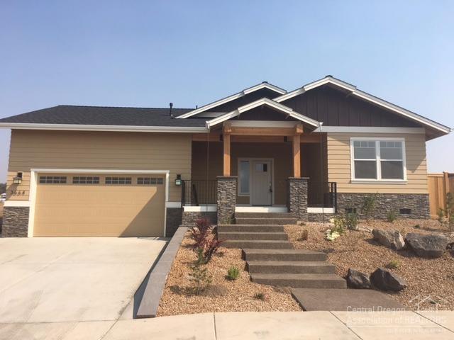 3664 SW 47th Street, Redmond, OR 97756 (MLS #201701385) :: Birtola Garmyn High Desert Realty