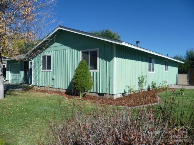 1528 NE Clearview Way, Prineville, OR 97754 (MLS #201810304) :: Fred Real Estate Group of Central Oregon
