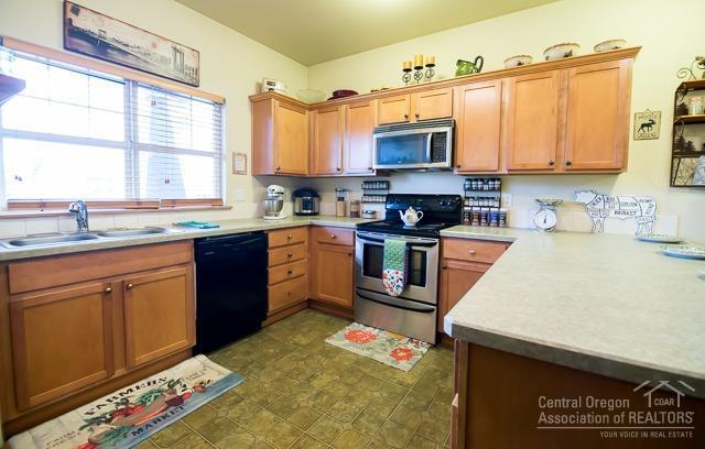 2242 NW Cedar Avenue, Redmond, OR 97756 (MLS #201900086) :: Team Sell Bend