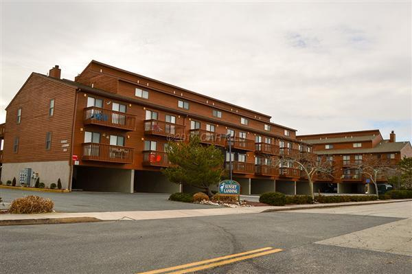 111 58th St #17, Ocean City, MD 21842 (MLS #510995) :: Atlantic Shores Realty