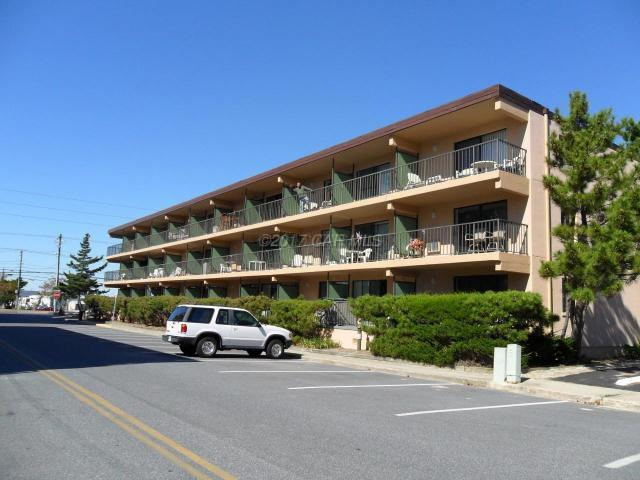 16 51st St #202, Ocean City, MD 21842 (MLS #511103) :: Atlantic Shores Realty