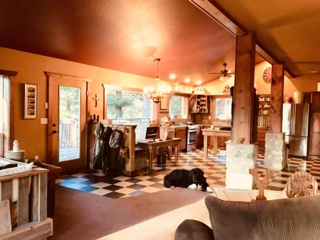 894 S Wolf Lodge Creek Rd, Coeur d'Alene, ID 83814 (#18-12766) :: Prime Real Estate Group