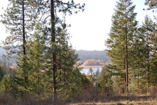 17448 W Woodlake Dr, Hauser, ID 83854 (#19-1494) :: Windermere Coeur d'Alene Realty