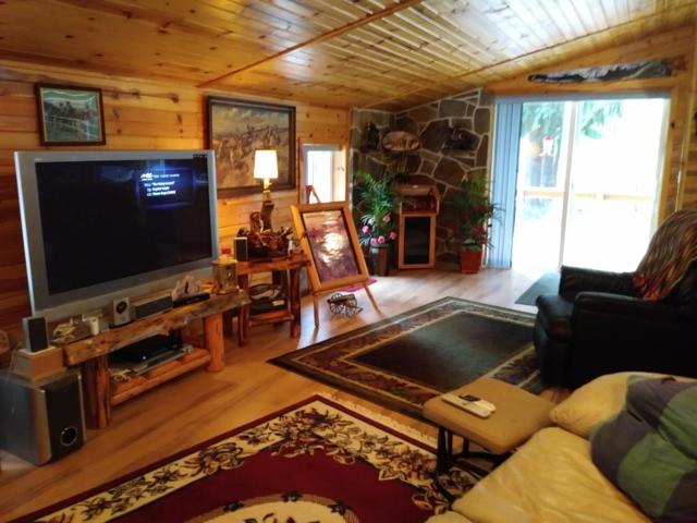 27018 Cda River Road, Wallace, ID 83873 (#19-7289) :: Northwest Professional Real Estate