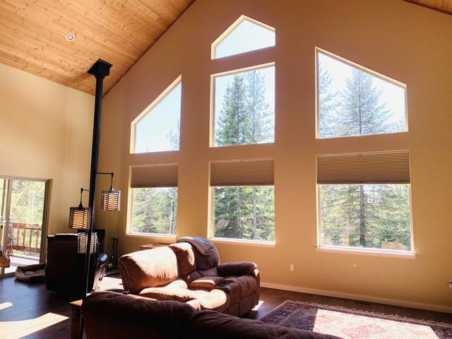 1067 Mountain Creek Rd, Sandpoint, ID 83864 (#20-2441) :: CDA Home Finder