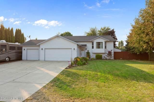 8509 N Maple St, Hayden, ID 83835 (#21-7133) :: Amazing Home Network