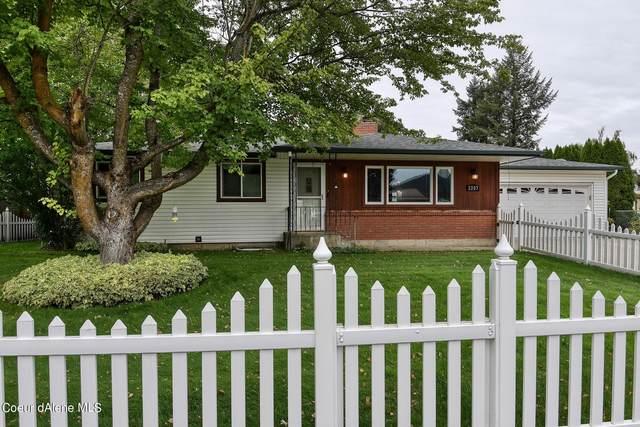 2207 N Monte Vista Dr, Coeur d'Alene, ID 83814 (#21-9960) :: Heart and Homes Northwest