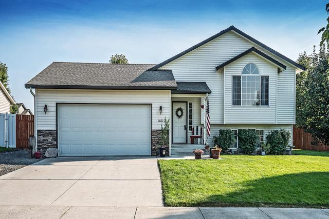 2682 W Larix Ct, Coeur d'Alene, ID 83815 (#18-10170) :: The Stan Groves Real Estate Group