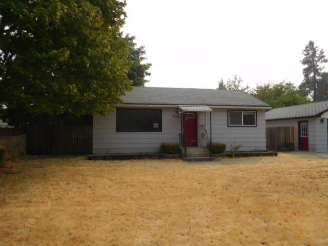 208 E 12TH Ave, Post Falls, ID 83854 (#17-10178) :: Chad Salsbury Group