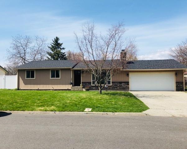 4215 N Buckingham Rd, Coeur d'Alene, ID 83815 (#18-3985) :: The Spokane Home Guy Group