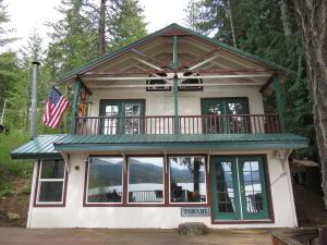 8628 S Upper Twin Lake Shr, Rathdrum, ID 83858 (#18-4988) :: The Spokane Home Guy Group