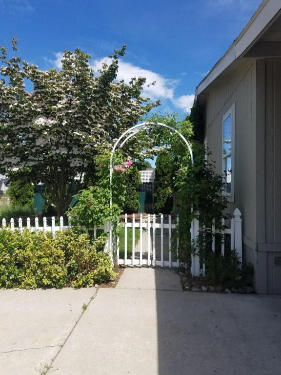 2412 W Plymouth Cir., Coeur d'Alene, ID 83815 (#18-7297) :: The Spokane Home Guy Group