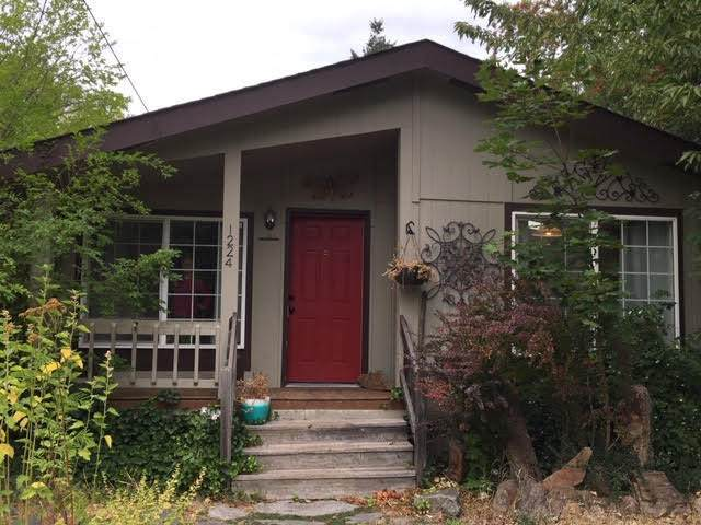 1224 Lake St, Sandpoint, ID 83864 (#20-9612) :: ExSell Realty Group