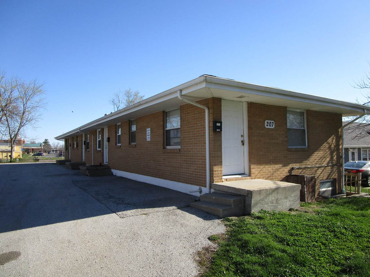 207 Highview Ave - Photo 1