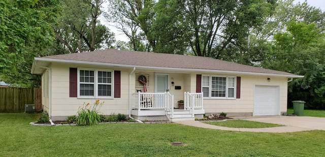 106 W Locust St, Centralia, MO 65240 (MLS #396206) :: Columbia Real Estate