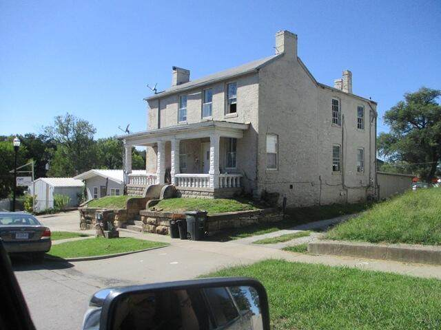 213 E Spring St, Boonville, MO 65233 (MLS #402671) :: Columbia Real Estate