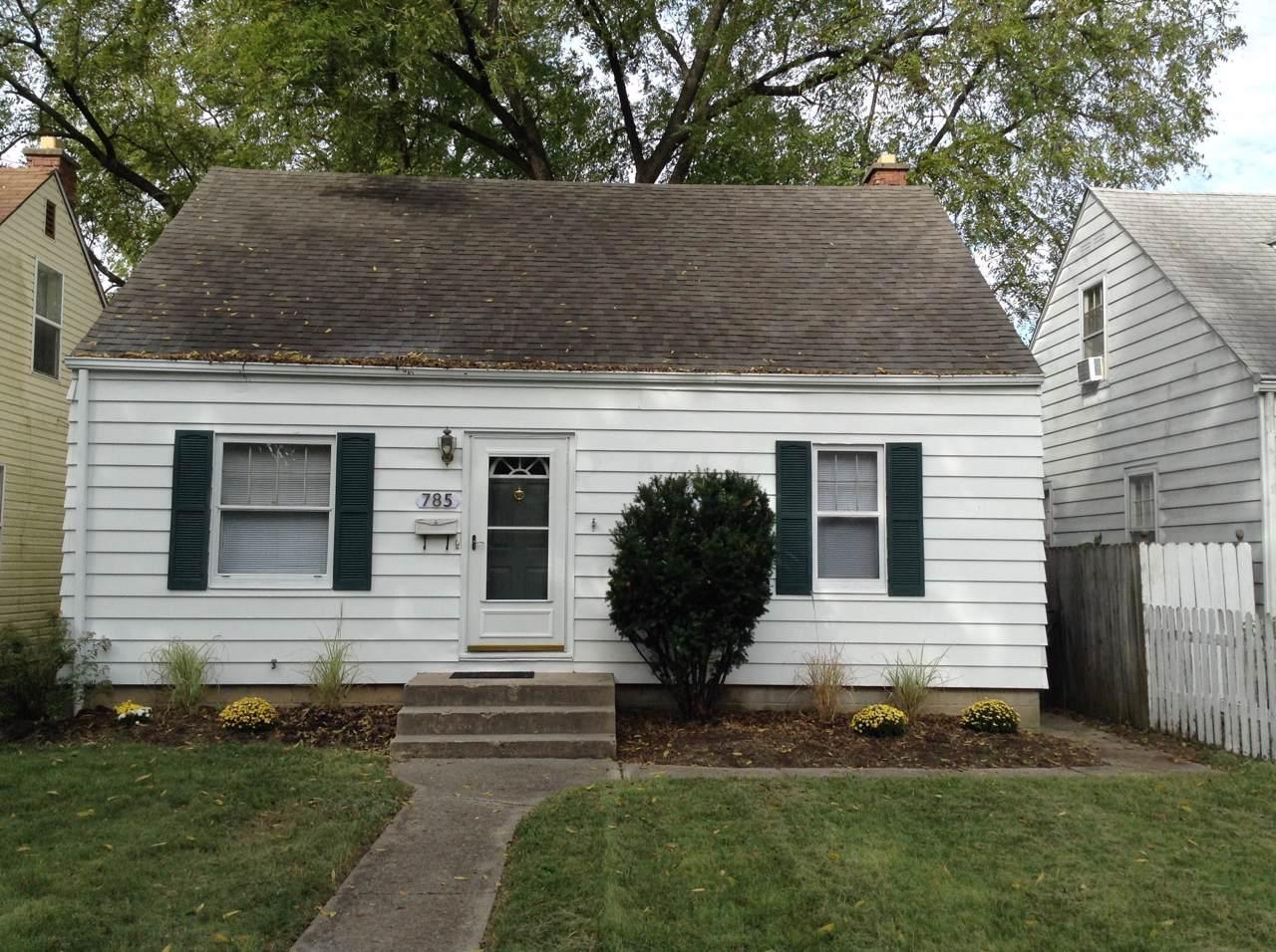 785 Elizabeth Avenue - Photo 1