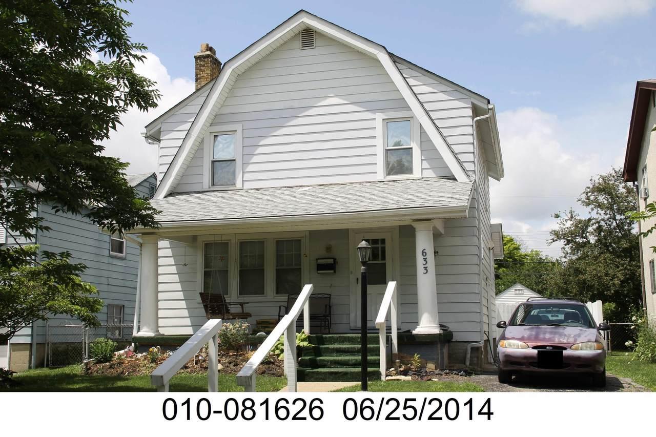 633 Wrexham Avenue - Photo 1