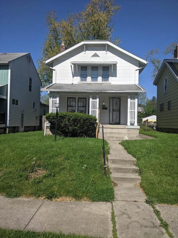 745 Richardson Avenue - Photo 1