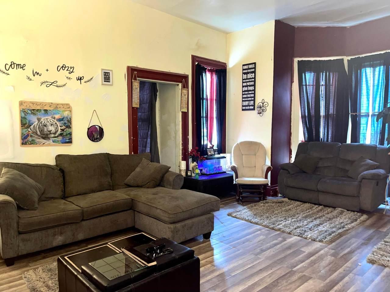 531-533 Woodlawn Avenue - Photo 1