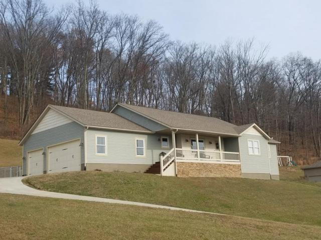 590 Eric Drive, Newark, OH 43055 (MLS #218044331) :: The Clark Group @ ERA Real Solutions Realty