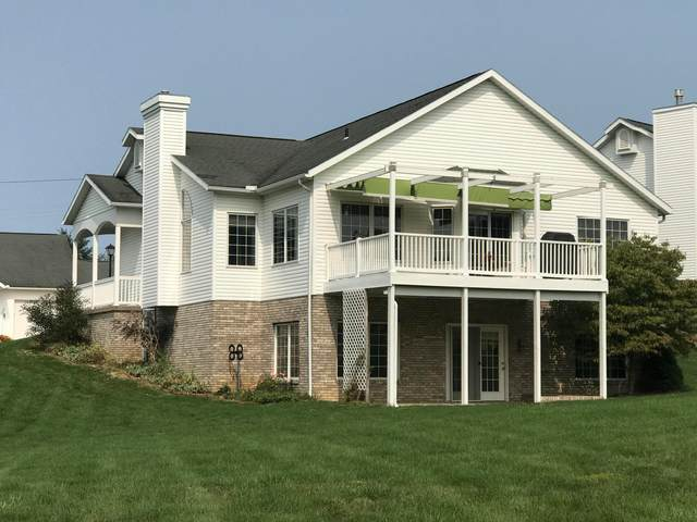 26 Waters Edge, Mount Vernon, OH 43050 (MLS #220032606) :: The Holden Agency