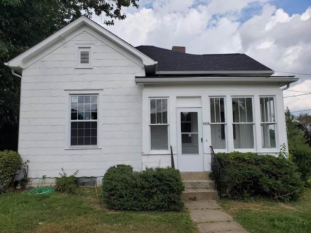1579 Wheeling Avenue, Zanesville, OH 43701 (MLS #220034171) :: Shannon Grimm & Partners Team