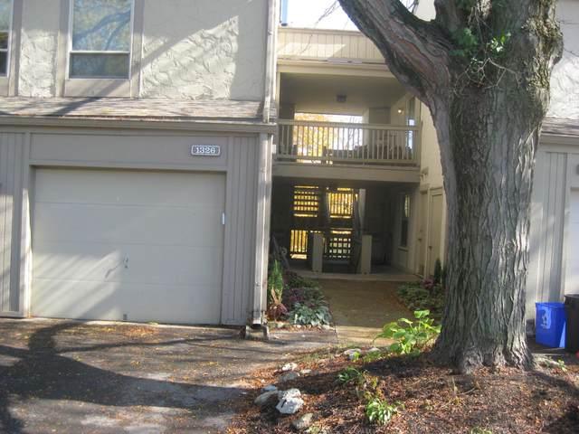 1326 Lake Shore Drive 168/B, Columbus, OH 43204 (MLS #220039527) :: Greg & Desiree Goodrich | Brokered by Exp