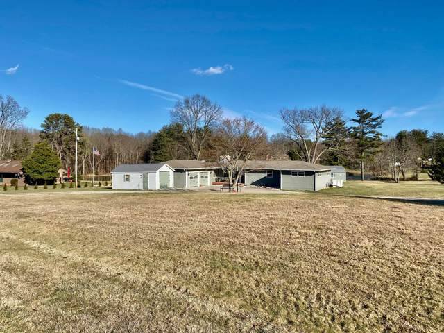 275 W Willow Drive, Zanesville, OH 43701 (MLS #221003221) :: CARLETON REALTY