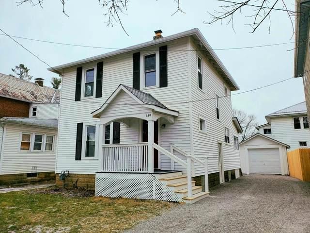 210 E Hamtramck Street, Mount Vernon, OH 43050 (MLS #221004328) :: Sam Miller Team
