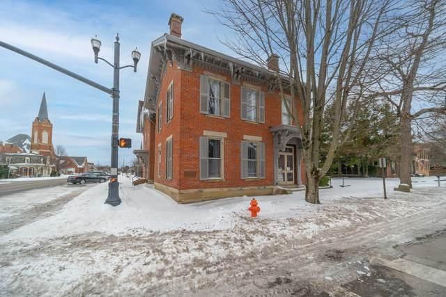 304 S Court Street, Circleville, OH 43113 (MLS #221004374) :: Core Ohio Realty Advisors