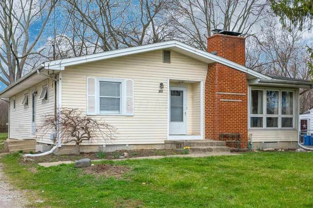 207 Garden Heights Avenue, Columbus, OH 43228 (MLS #221008891) :: Bella Realty Group