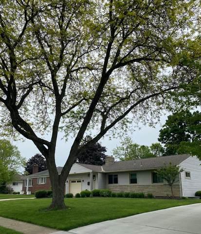 1917 Ridgecliff Road, Columbus, OH 43221 (MLS #221016404) :: Susanne Casey & Associates