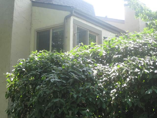 1289 Lake Shore Drive 212/A, Columbus, OH 43204 (MLS #221017413) :: The Tobias Real Estate Group