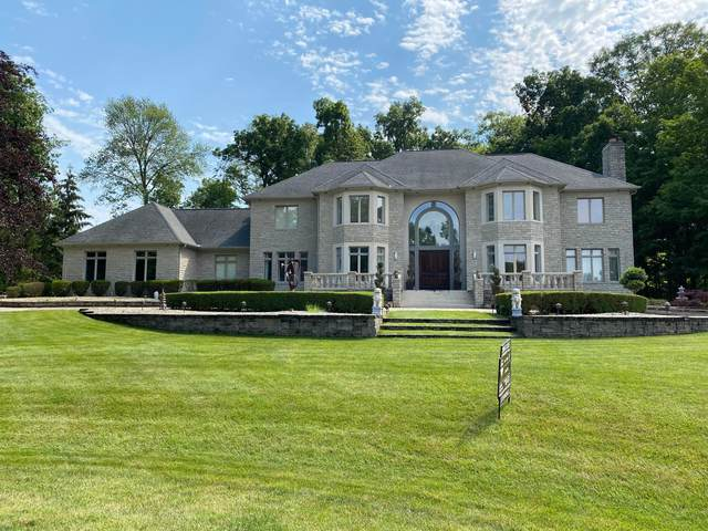 2200 Strathshire Hall Lane, Powell, OH 43065 (MLS #221021897) :: Signature Real Estate