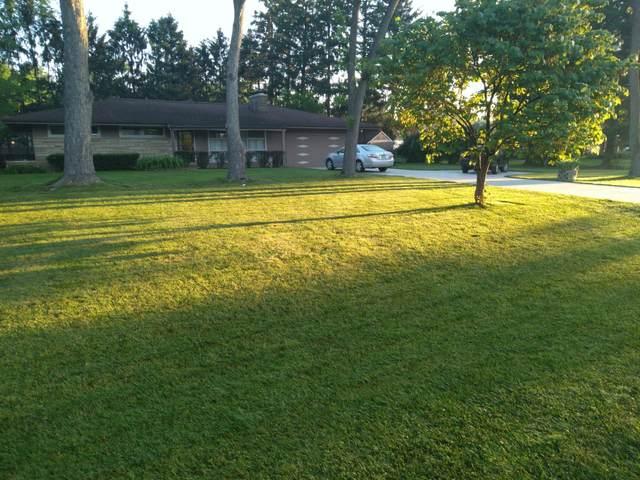 426 Debra Lane, Columbus, OH 43230 (MLS #221022282) :: Bella Realty Group