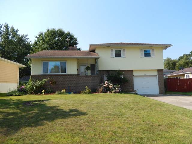 1461 Sandalwood Place, Columbus, OH 43229 (MLS #221028984) :: The Raines Group