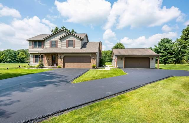 25 Joshua Lane, Granville, OH 43023 (MLS #221029570) :: Greg & Desiree Goodrich | Brokered by Exp