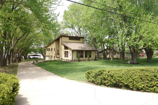 1730 E Choctaw Drive, London, OH 43140 (MLS #218016079) :: Susanne Casey & Associates