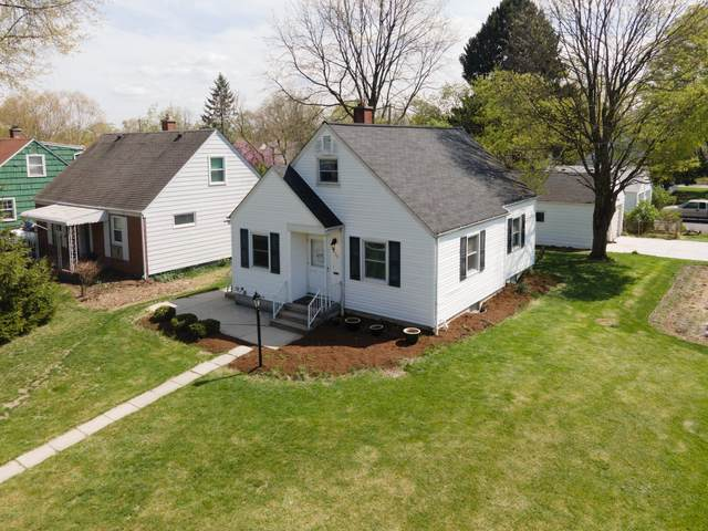 525 Blenheim Road, Columbus, OH 43214 (MLS #221011025) :: Jamie Maze Real Estate Group
