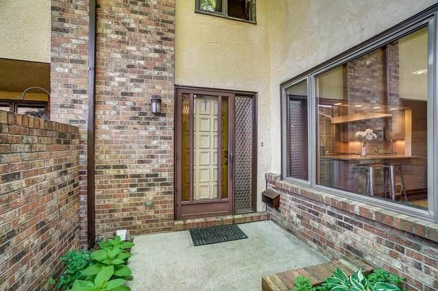 2426 Sherwood Villa, Upper Arlington, OH 43221 (MLS #221020486) :: The Raines Group