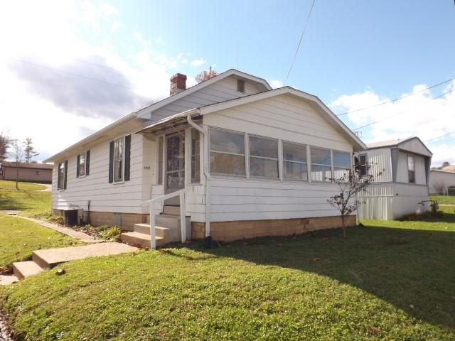 1137 Charles Street, Logan, OH 43138 (MLS #218041396) :: Brenner Property Group | KW Capital Partners